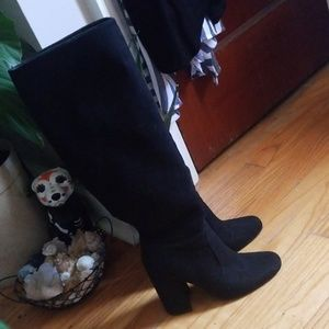 Black Knee-High Chunky Heel Boots